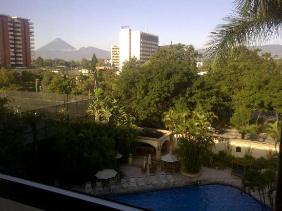 Hotel Biltmore Guatemala: Poolside room with a view of the volcanic mountains!