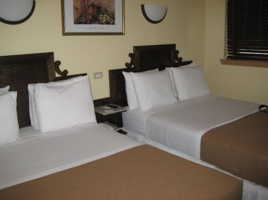 St. Marks Hotel: Two double beds