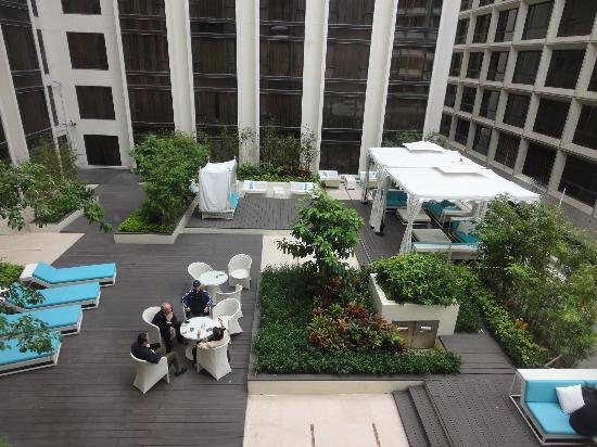 โรงแรมรีกัล เกาลูน: 窓から見えた中庭