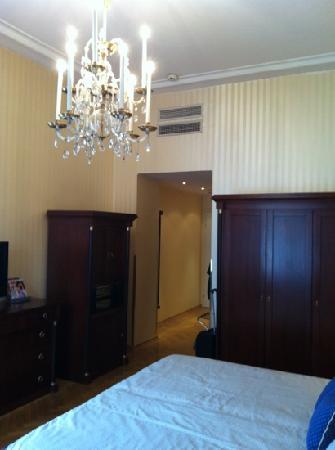 Hotel Ambassador: autre vue avec beau lustre!!