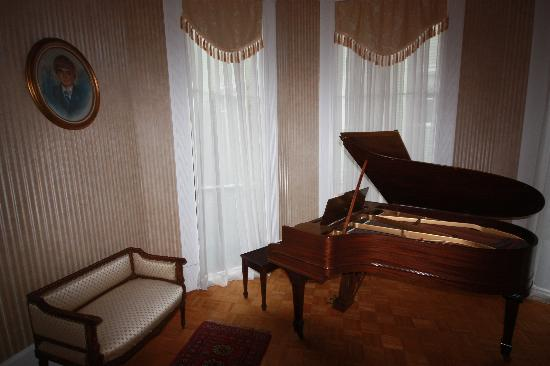The Confederate House: the piano