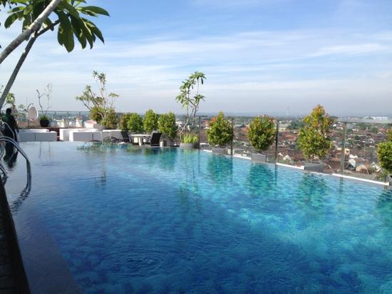 Zwembad Op Dakterras : Het zwembad op het dakterras picture of ibis styles yogyakarta