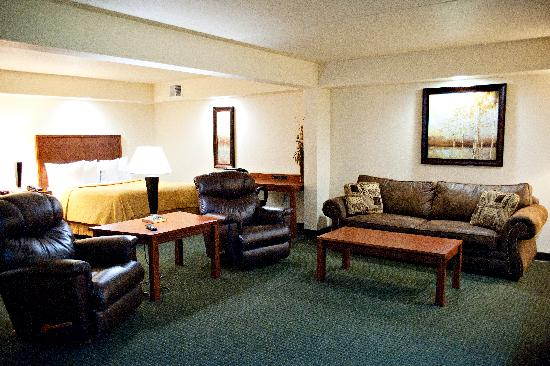 Quality Inn & Suites Jamestown: Extended Stay Guest? Check out our Large Suites