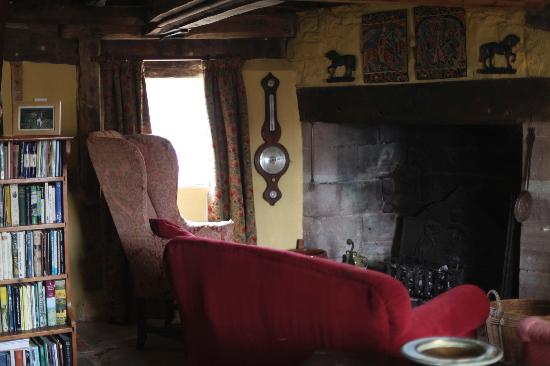 Bunns Croft: Cozy living room and open fireplaces