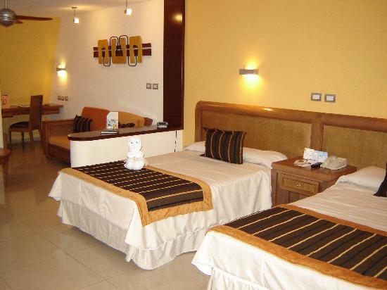 Grand Sirenis Riviera Maya Resort & Spa: Large clean room