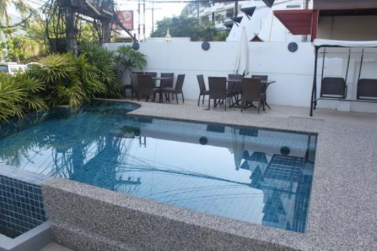 The Front Hotel and Apartments: Pool