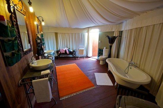 Lake Manyara Wildlife Lodge: Badezimmer