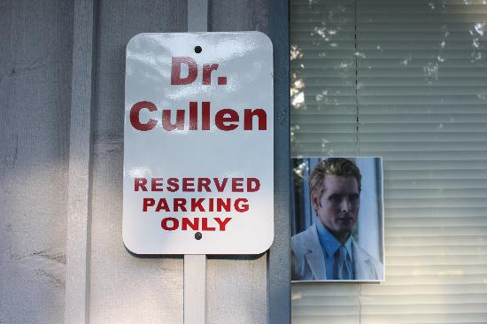 Twilight Tours by Team Forks: Dr. Cullens parking lot