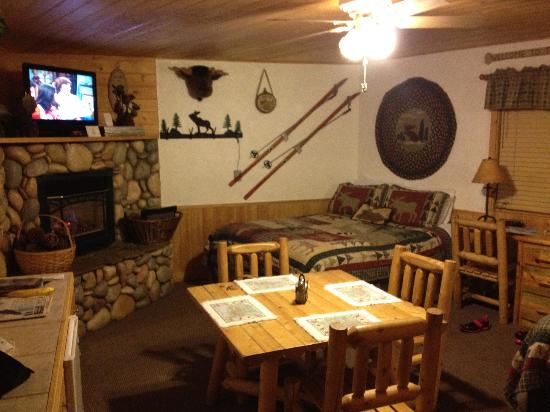 Fireside Lodge Bed and Breakfast: Moose Lodge