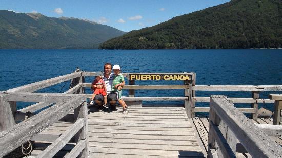 سان كارلوس دو باريلوش, الأرجنتين: En el muelle de Puerto Canoa