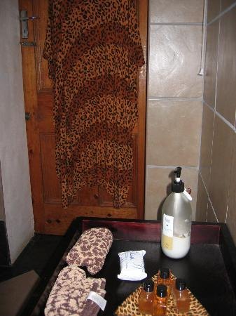 Impangele B and B & Self Catering Cottage: Leopards, beware