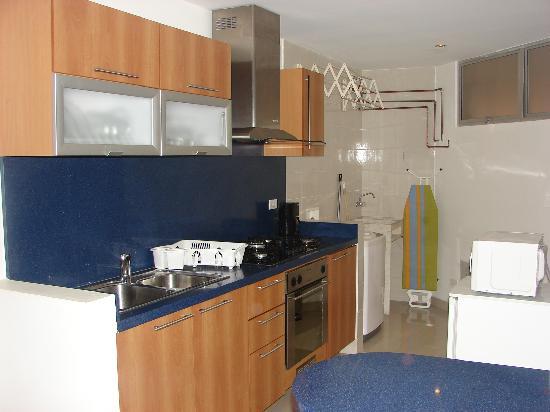 Apartamentos Alhambra: Full equiped kitchen / Cocina completamente equipada