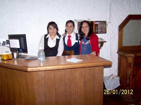 Hotel El Ejecutivo: Un ramo de flores en la atención del restaurante.
