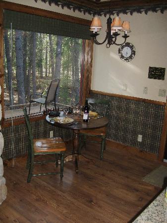 Deer Valley Bed & Breakfast: Cozy dining nook!