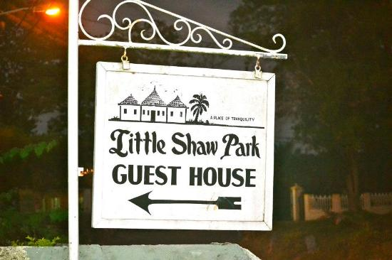 Little Shaw Park Guest House: At the main gate