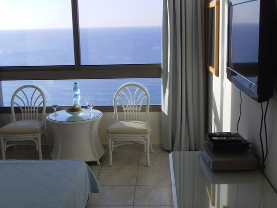 Carmel Hotel Holiday Apartments: seaview room