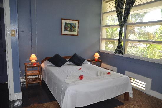 Samoan Outrigger Hotel: Room with shared fac.