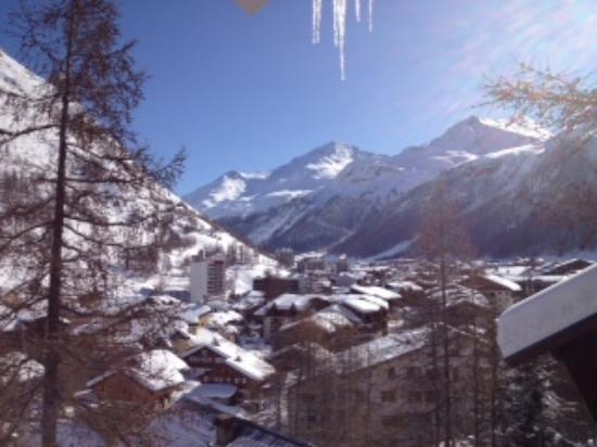 Hotel La Gelinotte : View from the chalet over the village