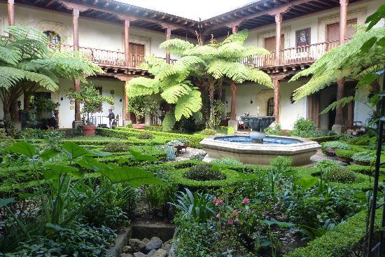 Palacio de Dona Leonor: Gardens