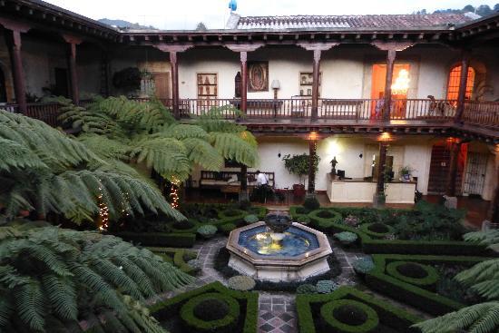 Palacio de Dona Leonor : gardens