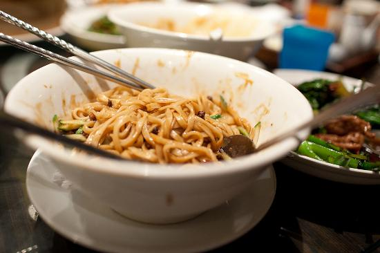 Dinesty Chinese Restaurant: not very flavorful noodles (not a soup)