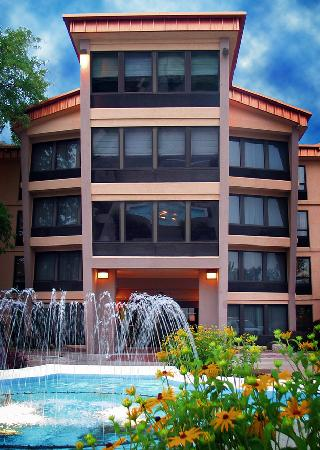 Decatur Conference Center and Hotel: Hotel Fountain View: Entrance C