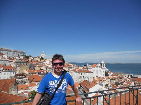 Miradouro de Santa Luzia : típica vista de Lisboa