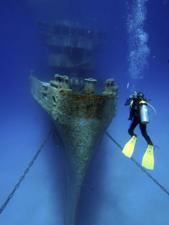 Divers Down: Diver on the ex-USS Kittiwake