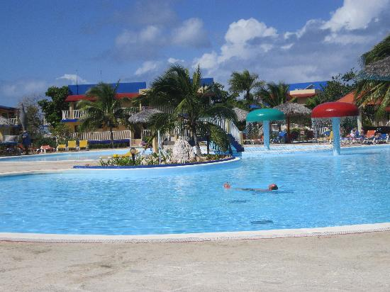 La piscine picture of brisas covarrubias hotel puerto for Club piscine montreal locations