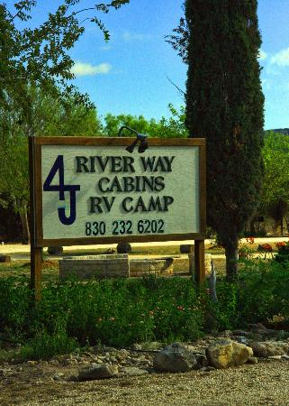 4J River Way Cabins and RV Camp: Entrance