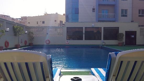 Ramada Hotel Bahrain: Pool