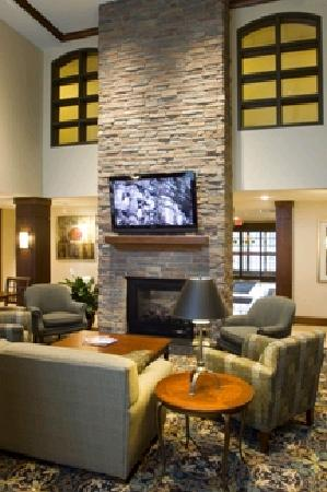 Staybridge Suites Milwaukee Airport South: Beautiful lobby