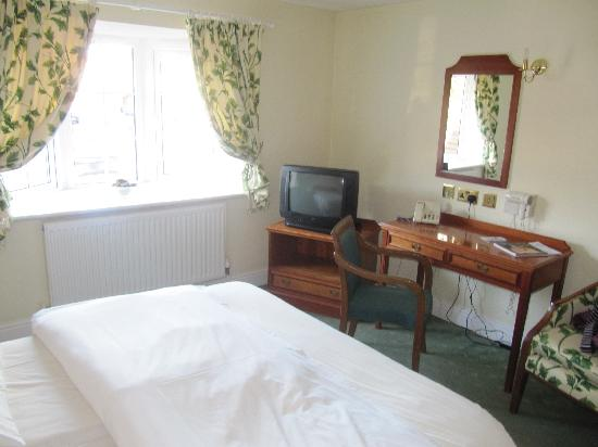 Harefield Manor Hotel: Our room