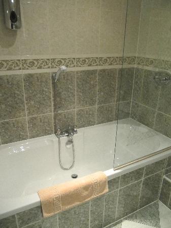 Harefield Manor Hotel: Bath