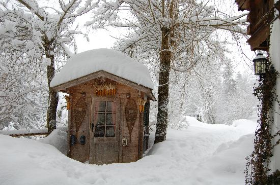 Waldrand: The ski stoage hut