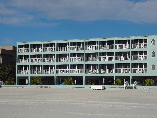 Barefoot Beach Hotel: beach view