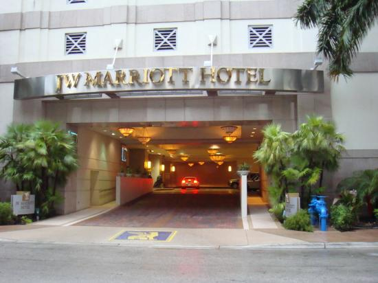 JW Marriott Miami: Vehicle entrance