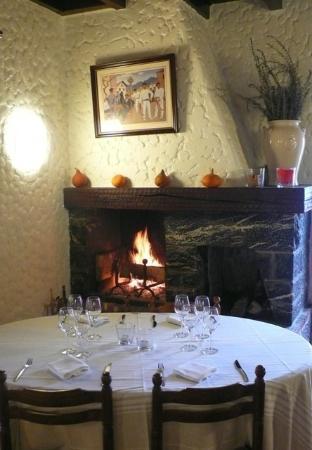 Auberge Goxoki : Manger devant la cheminée !