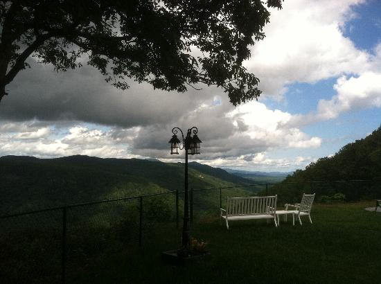 Saluda Mountain Lodge: View from the back.
