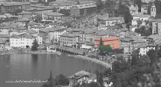 Hotel Monte Baldo: La baia di Torbole e il nostro Hotel