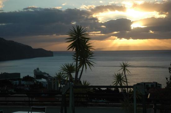 Madeira Panoramico Hotel : coucher de soleil sur Funchal