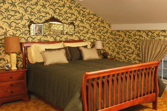 John Morris Manor Bed & Breakfast: Yellow Room