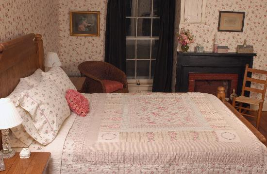 John Morris Manor Bed & Breakfast: Rose Room
