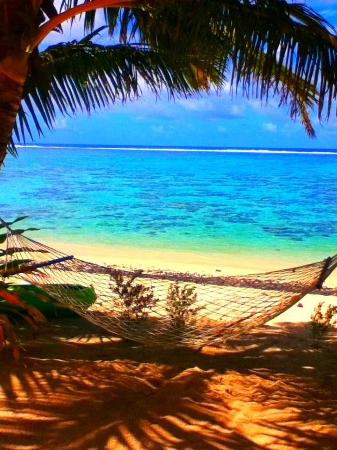 Cooks Bay Villas: The hammock and beach right out front