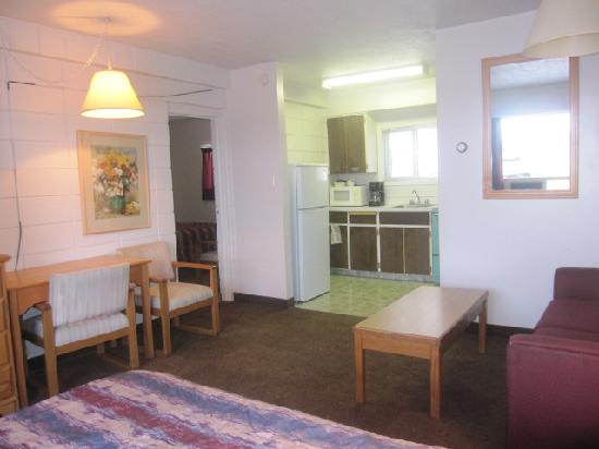 Camelot Court Motel: Family Room