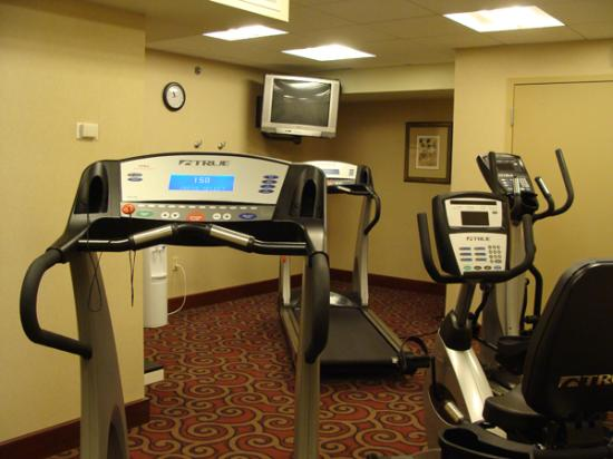 Hampton Inn Dubuque: Small, but adequte and well equipped fitness room
