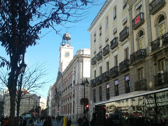 Old post office on puerta del sol now offices of the for Puerta del sol santiago