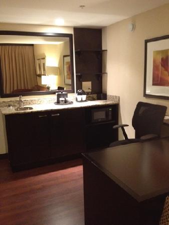 Embassy Suites by Hilton Jackson - North/Ridgeland: wet bar
