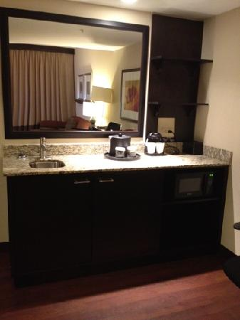 Embassy Suites by Hilton Jackson - North/Ridgeland: another view of wet bar. see the fridge and microwave?