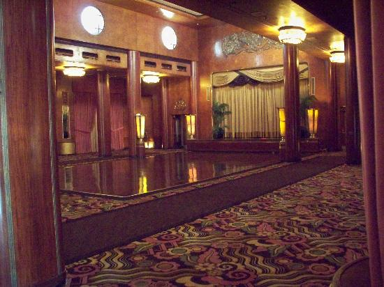 The Queen Mary: The dinning room/Sunday Brunch!